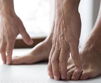 Por qué duelen las piernas a las personas mayores