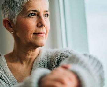Soledad en personas mayores: cómo prevenirla y tratarla