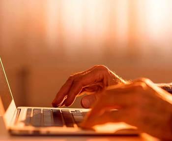 Las nuevas tecnologías para los ancianos y mayores: ¿Cómo podemos ayudarles?