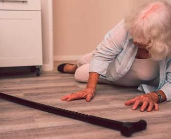 Cómo levantar a una persona mayor del suelo