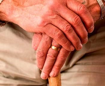 Cómo tratar a personas mayores con alzhéimer