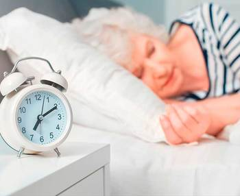 ¿Qué significa cuando una persona mayor tiene mucho sueño?