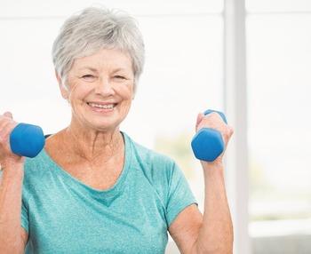 Ejercicios de gimnasia para mayores sentados